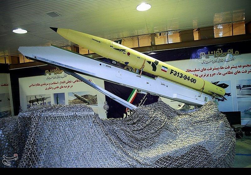Rakieta Fateh-313 podczas pierwszego pokazu publicznego w 2015 roku. Irańczycy twierdzą, że ma 'punktową celność'