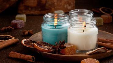 Świece zapachowe to miły podarunek na święta. Zdjęcie ilustracyjne