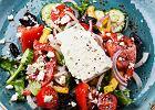 Jak zrobić sałatkę grecką? Klasyczna sałatka do przygotowania szybko i samodzielnie