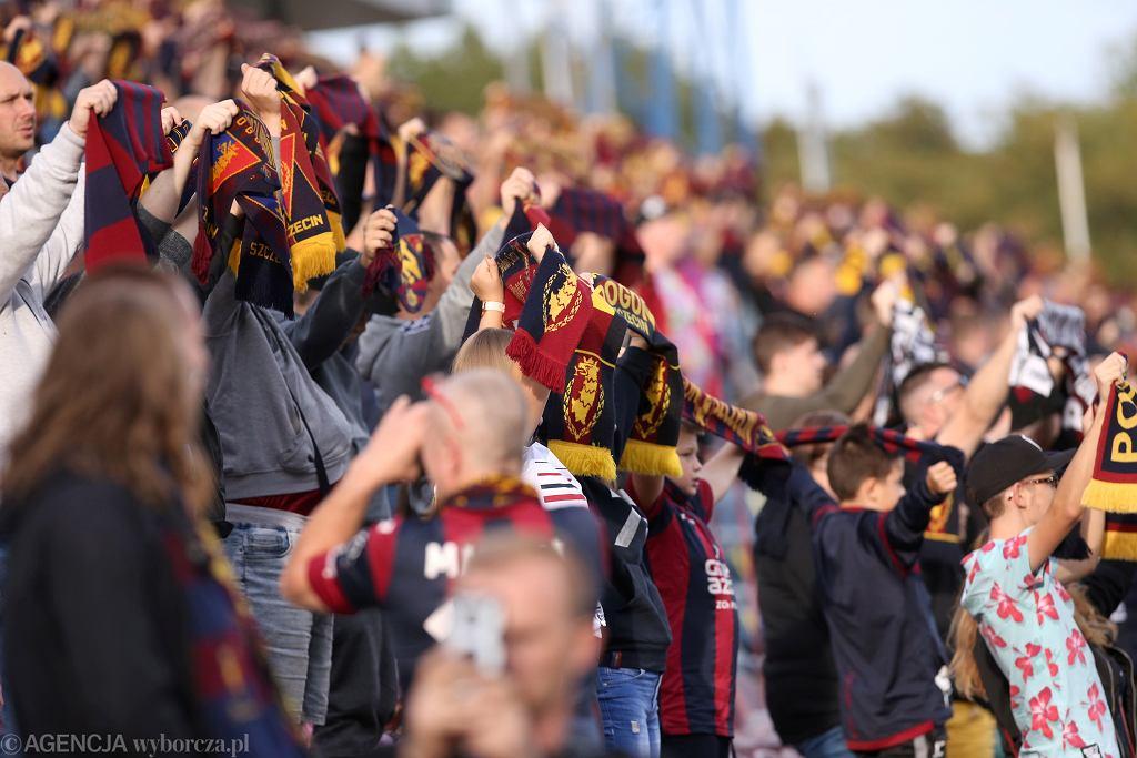 Jeszcze jesienią (tu zdjęcie z wrześniowego meczu Pogoni ze Śląskiem) kibice w Polsce mogli wchodzić na stadiony