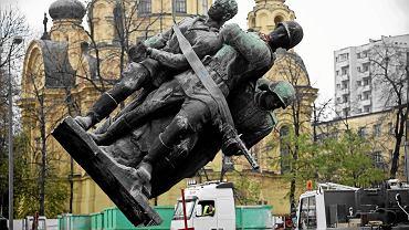 Pomnik 'Czterech śpiących', czyli Polsko-Radzieckiego Braterstwa Broni, zdemontowany z pl. Wileńskiego w czasie budowy II linii metra