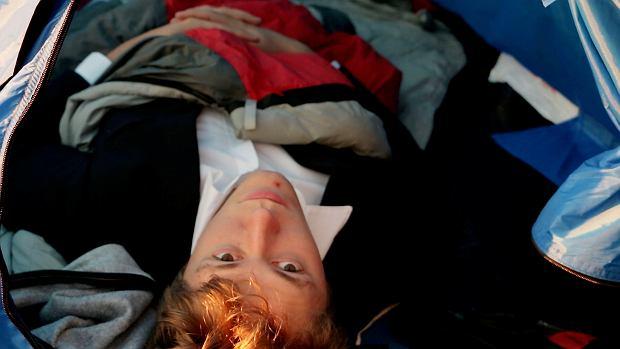 Zatrudnieni na darmowych stażach: Jeden spał w samochodzie, drugi w piwnicy, trzeci w schronisku