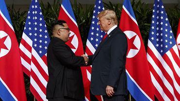 Donald Trump i Kim Dzong Un podczas szczytu w Singapurze. 12 czerwca 2018
