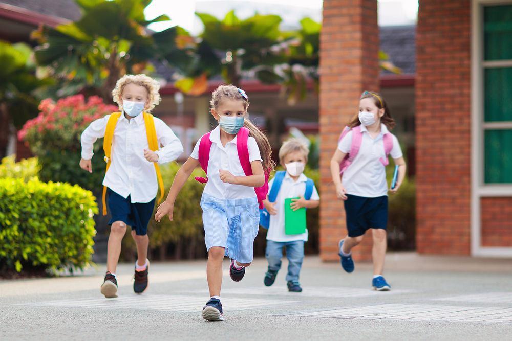 Dzieci są mniej podatne na COVID-19, ale bardziej niż roznoszą koronawirusa: potwierdzają duże badania