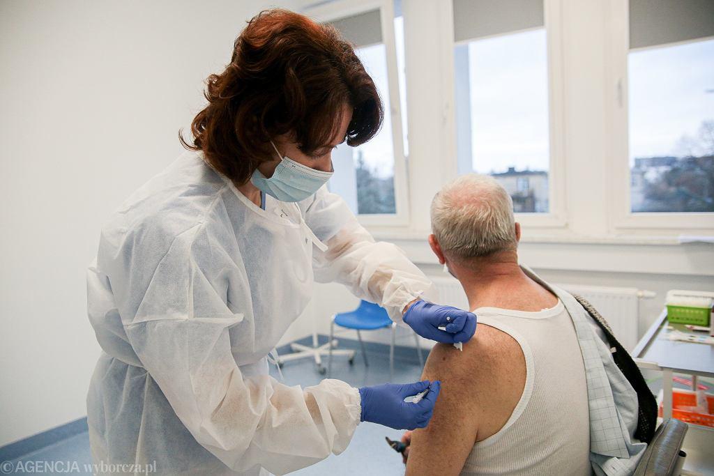 Szczepienia przeciw COVID-19. Rekordowy wzrost liczby wykonanych szczepień (zdjęcie ilustracyjne)