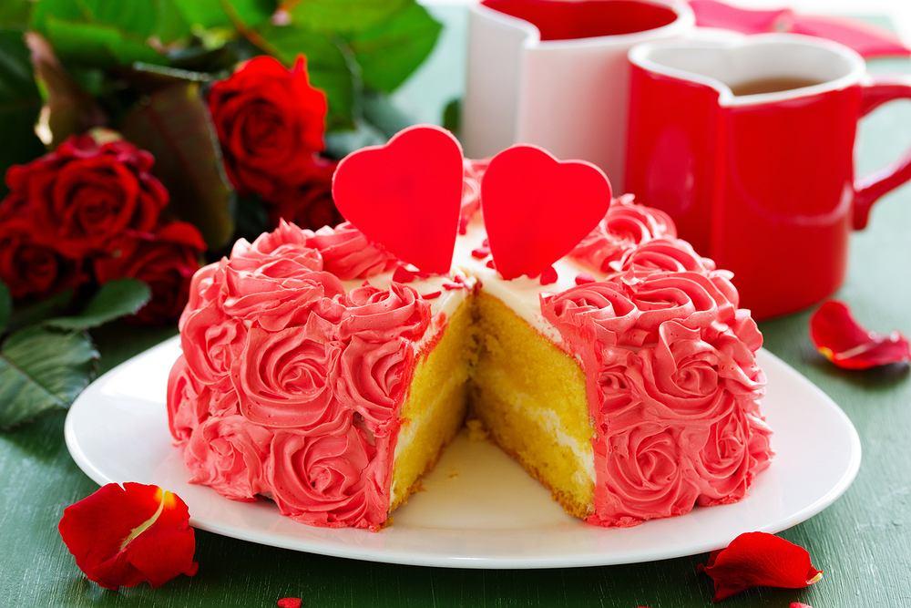 Tort w kształcie serca. Zdjęcie ilustracyjne
