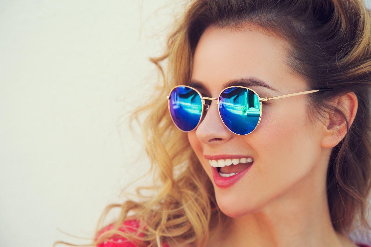 Modne okulary przeciwsłoneczne na lato. Wybrałyśmy najlepsze