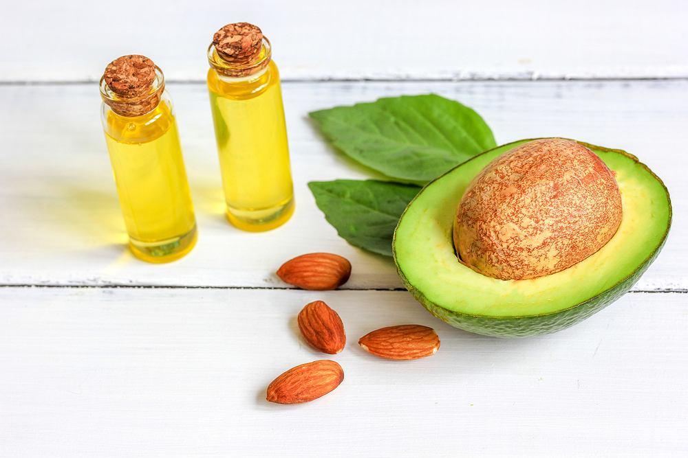Największe stężenie kwasów tłuszczowych omega-9 występuje w takich produktach spożywczych, jak: awokado, oliwki, migdały, oliwa z oliwek