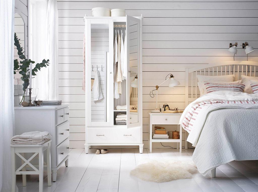 Szafa z lustrem Ikea w jasnej odsłonie