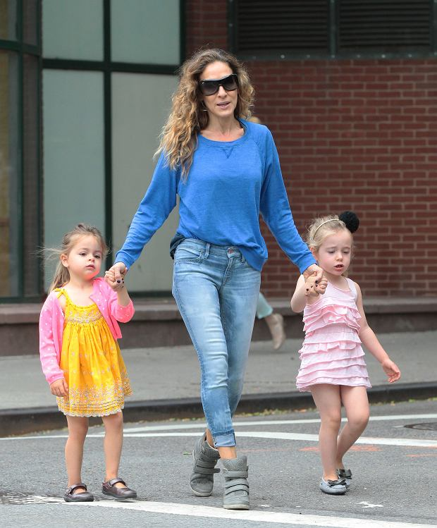?BAUER-GRIFFIN.COM FOR USA SALES: Contact Randy Bauer (310) 910-1113 bauergriffinsales@gmail.com FOR UK SALES: Contact Caroline 44 207 431 1598 MUST BYLINE: EROTEME.CO.UK Sarah Jessica Parker take her kids James, Tabitha, Marion to school in West Village New York. Picture shows: Sarah Jessica Parker, Tabitha, Marion NON-EXCLUSIVE May 22, 2013 Job: 130522UB1 New York, NY USA www.bauergriffin.com www.bauergriffinonline.com