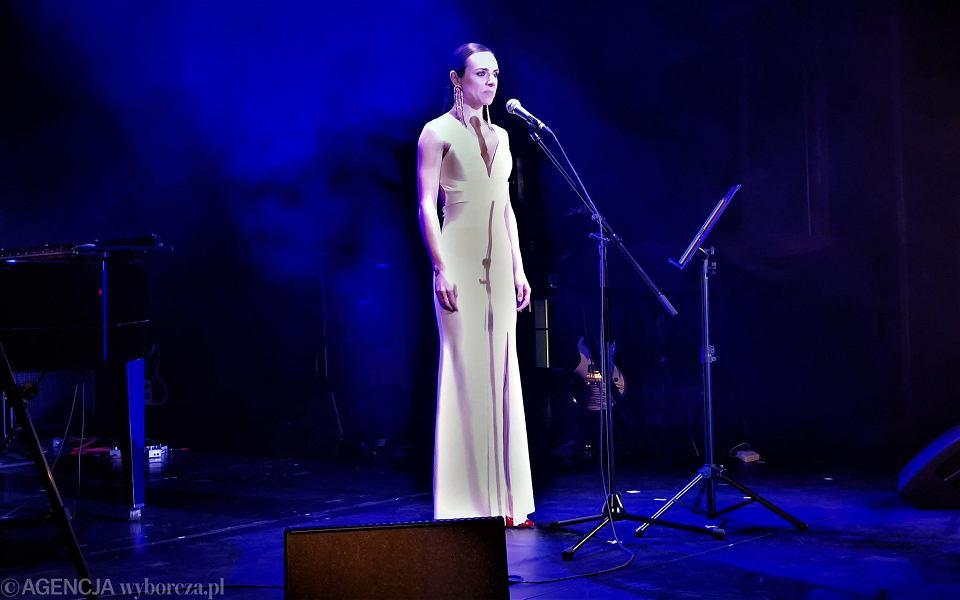 Koncert 'Dzień Woli'. W koncercie bierze udział m.in. Margarita Lewczuk - białoruska śpiewaczka operowa. Do 2020 r. była solistką w Narodowym Teatrze Wielkim Opery i Baletu w Mińsku, ale za śpiewanie patriotycznych pieśni podczas antyrządowych demonstracji została zwolniona z pracy. Pod koniec 2020 r. dołączyła do antyrządowego gabinetu cieni Swiatłany Cichanouskiej, w którym odpowiada za kulturę i dziedzictwo narodowe. Obecnie mieszka w Wilnie