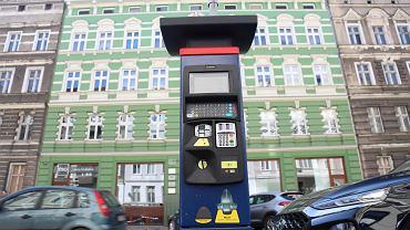 Strefa Płatnego Parkowania w Szczecinie w przededniu wprowadzenia zmian. Nowy parkomat na ul. Jagiellońskiej