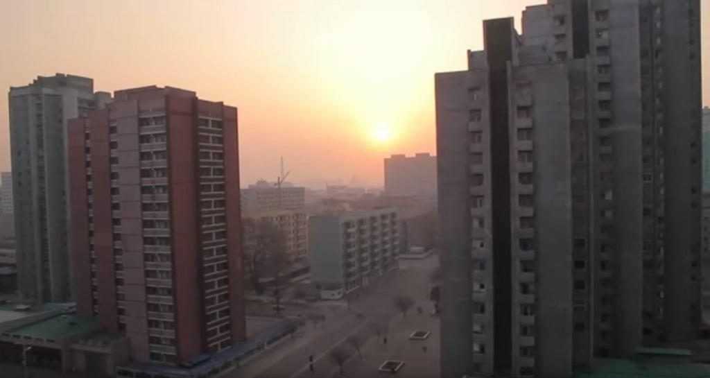 Budzą mieszkańców w Korei Północnej muzyką jak z horroru