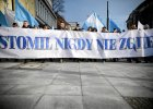 Manifestacja kibiców Stomilu przed urzędem [FOTO, WIDEO]