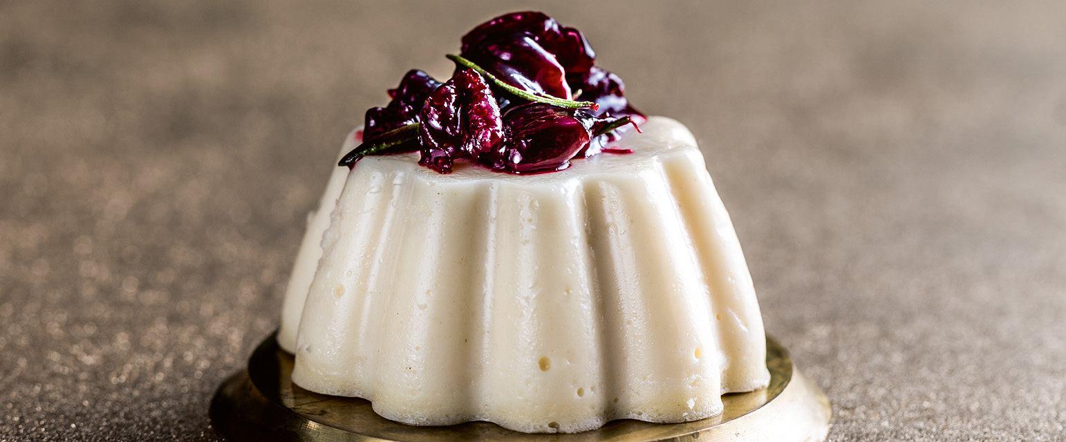 Serniczki marcepanowe z wiśniami duszonymi z rozmarynem