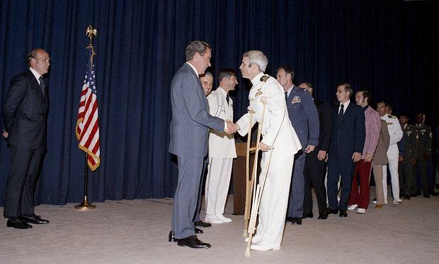 McCain i prezydent Nixon na obiedzie w Białym Domu wydanym dla byłych jeńców