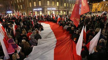 Wieczorna msza w intencji ofiar katastrofy smoleńskiej i marsz pod Pałac Prezydencki - Warszawa, 10 kwietnia 2014