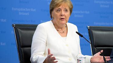 Kanclerz Niemiec Angela Merkel po przerwanych obradach szczytu UE