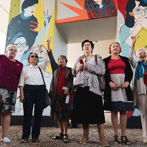 Odsłonięcie muralu 'Kobiety Wolności'. Od lewej: Henryka Krzywonos, Joanna Duda-Gwiazda, Joanna Wojciechowicz, Urszula Ściubeł, Ewa Ossowska i Elżbieta Goetel
