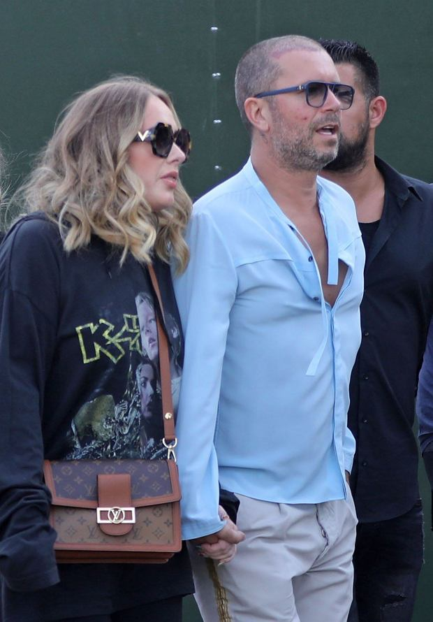 PAdele is seen surrounded by bodyguards while holding hands with a male friend in Hyde Park, London, where Celine Dion was headlining.05 Jul 2019, Image: 454939398, License: Rights-managed, Restrictions: NO Australia, Austria, Germany, Italy, New Zealand, Switzerland, United Kingdom, Model Release: no, Credit line: Forum, Mega Agency