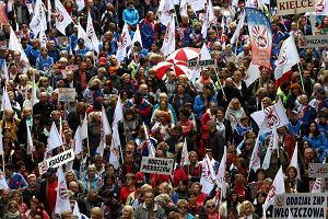 20 tys. pracowników i pracownic na proteście w Warszawie. Premier wyjechał do Olsztyna