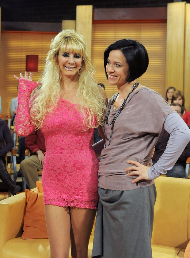 10.02.2010 Krakow TVN Nagranie programu  Rozmowy w toku ' z udzialem zywej Barbie Sarah Burge N/z Ewa Drzyzga , zywa Barbie - Sarah Burge  fot Mieczyslaw Wlodarski/REPORTER