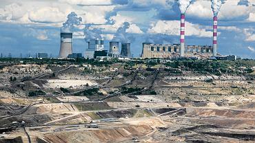 Bełchatów, kopalnia i elektrociepłownia. W głębokiej na 200 metrów odkrywce węgla brunatnego surowca starczy do 2032 r. Według planów w 2050 r. odkrywka zamieni się w największe i najgłębsze w Polsce sztuczne jezioro.