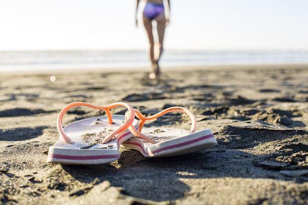 Japonki. Niezdrowe dla stóp i kręgosłupa, ale i tak je kochamy / Fot. Shutterstock