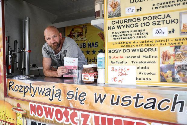 Zdjęcie numer 1 w galerii - Przysmaki świata na deptaku w Kielcach. Gwiazda w roli kucharza