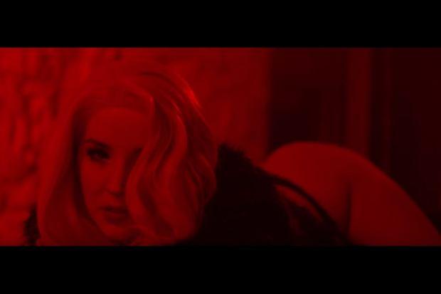 Sexmasterka w utworze 'Głębokie gardło'