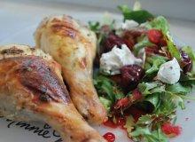 Kurczak z kremowym serkiem i sałatką z wiśniami i chili - ugotuj
