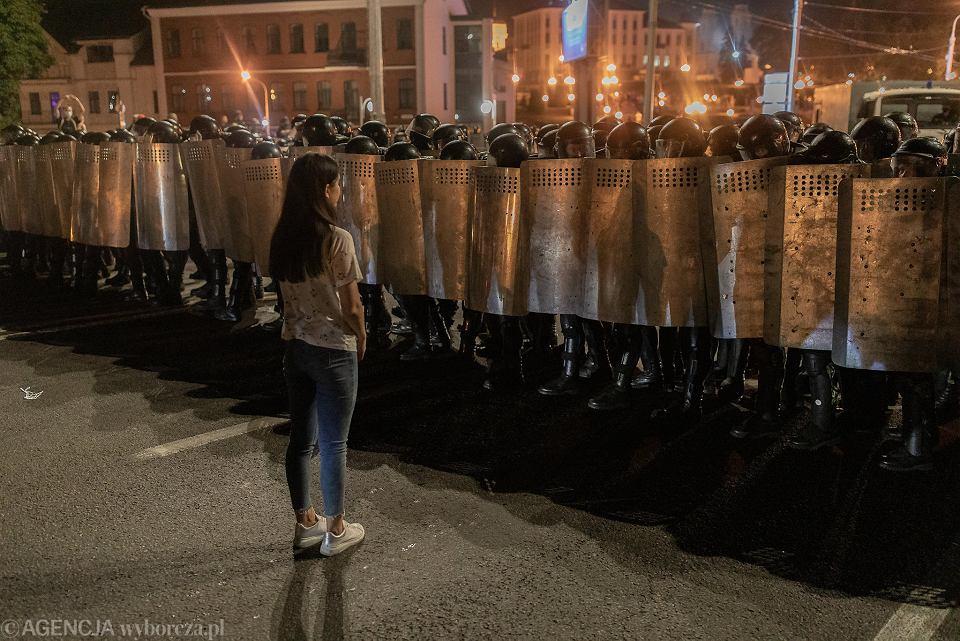 Białoruś: Protesty i starcia ze służbami po ogłoszeniu sondażowych ...