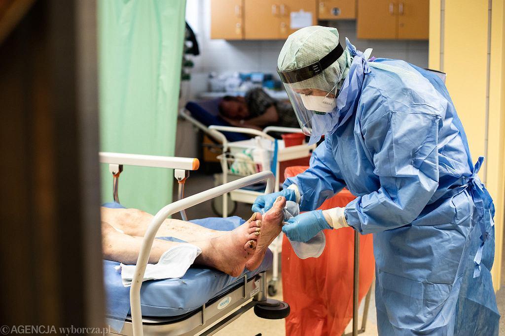 Koronawirus. Szpitale powiatowe i DPS- y na Dolnym Śląsku od pięciu miesięcy czekają na pieniądze od marszałka na walkę z koronawirusem.