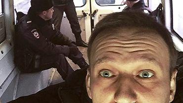 Zdjęcie, które Nawalny zrobił sobie smartfonem 22 lutego w policyjnej więźniarce, po kolejnym zatrzymaniu
