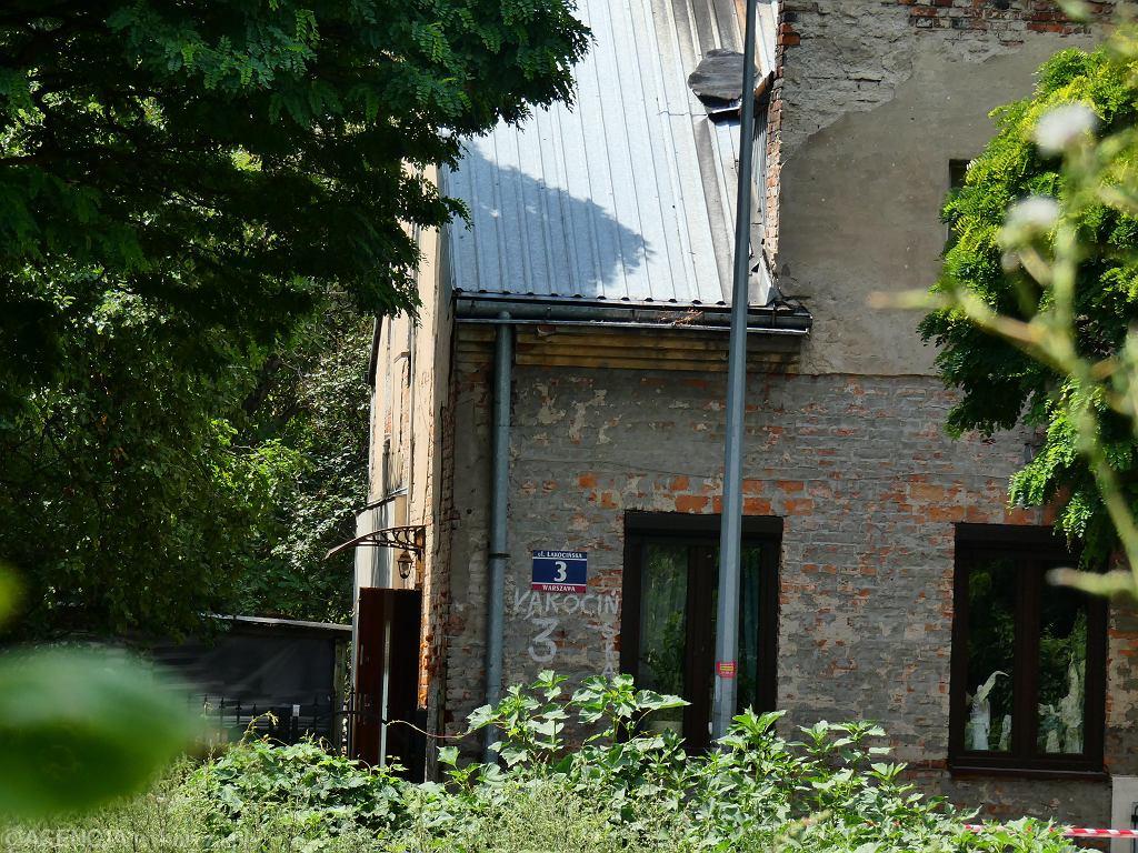 Ulica Łąkocińska w Warszawie. Miejsce, gdzie doszło do postrzelenia 43-letniej kobiety i zranienia jej 19-letniego syna