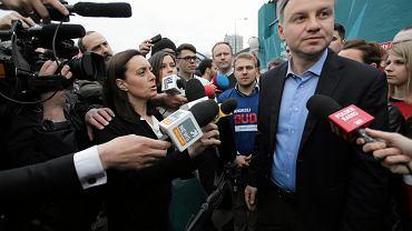Andrzej Duda rozdaje kawę w Warszawie