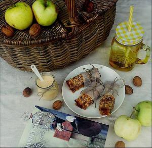 Batony owsiano- bakaliowe z jogurtem marchwiowo-pomarańczowym