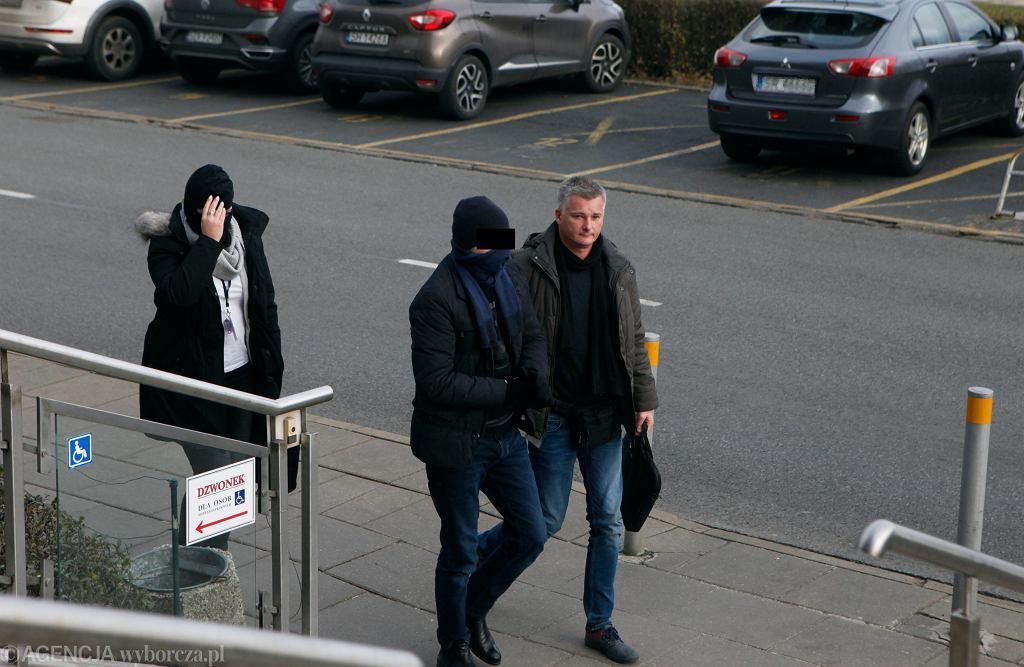 Byly przewodniczący KNF Marek Ch . doprowadzany do prokuratury w Katowicach