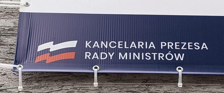 Wpadka przy punkcie szczepień. Rosyjska flaga zamiast polskiej na logo KPRM
