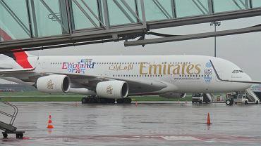 Samolot A380 linii Emirates na płycie Lotniska Chopina