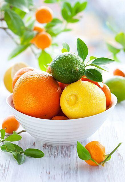 Owoce cytrusowe to bogate źródło witaminy C, która wspiera odporność organizmu.