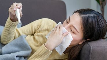 COVID-19 jest najbardziej zakaźny 2 dni przed i 3 dni po pojawieniu się objawów