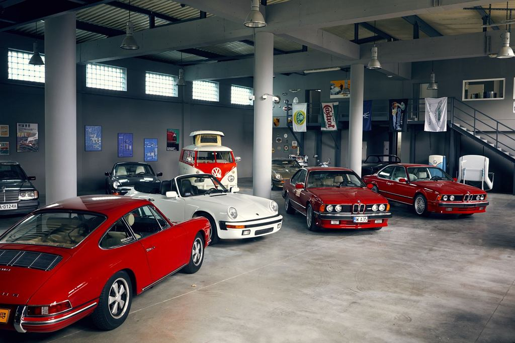 Samochody klasyczne w Stacji Klasyki