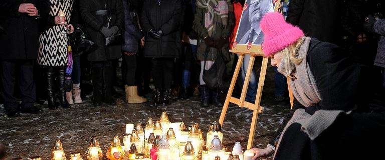 Gdańsk. Po interwencji ministra żałoba od wtorku do pogrzebu Pawła Adamowicza