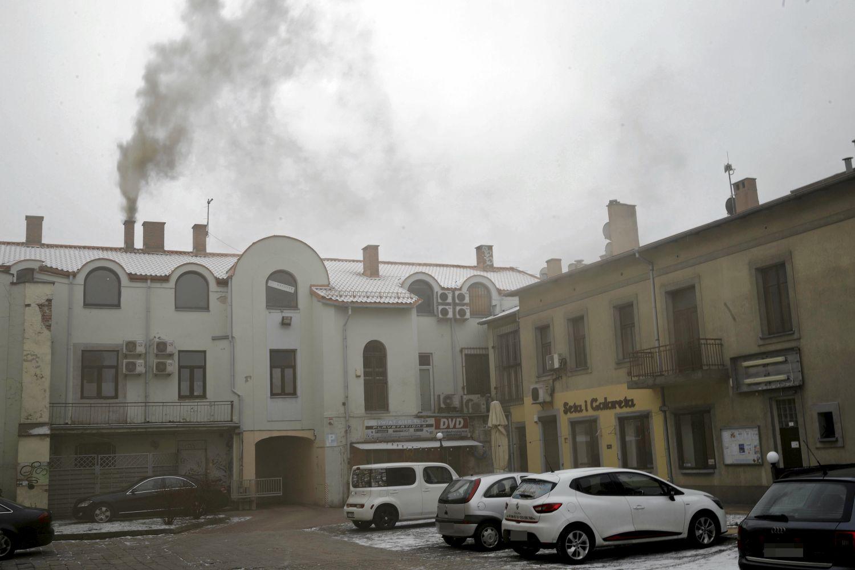 21.01.2019 Czestochowa, aleja NMP 28. Kopcacy komin. Fot . Grzegorz Skowronek / Agencja Gazeta