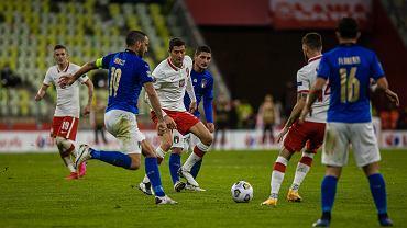 Polska - Włochy w październiku 2020. Robert Lewandowski w tłumie rywali
