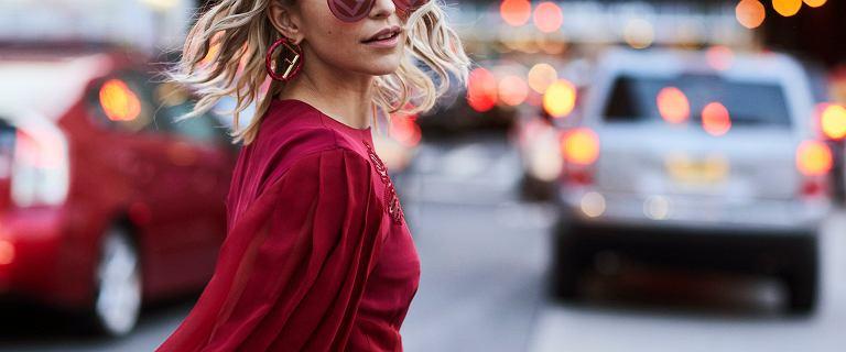 Sukienki koktajlowe i na co dzień - najpiękniejsze propozycje znanych marek. Czerwona Moschino jest stylowa i wygodna!