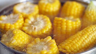 Prawdziwa kukurydza w kolbie smakuje najlepiej. Jej smaku nie da się porównać do popcornu czy do kukurydzy z puszki.