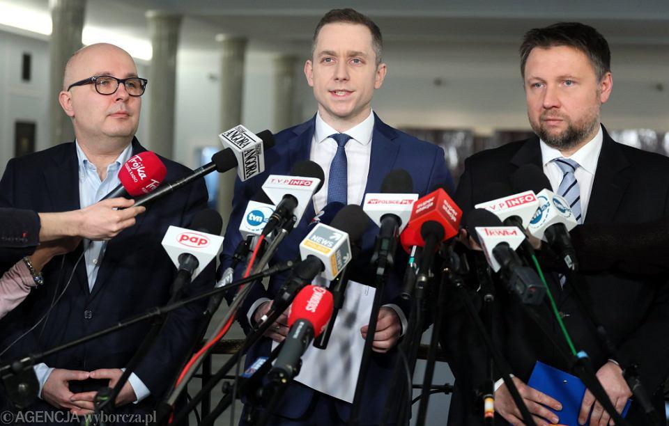 Robert Kropiwnicki , Cezary Tomczyk i Marcin Kierwiński podczas konferencji prasowej klubu PO