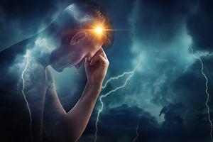 Elektrowstrząsy: na czym polega terapia. W jakich chorobach stosuje się elektrowstrząsy?
